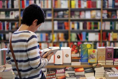 قفسه کتاب کودک و نوجوان ایران در دو کتابفروشی پاریس