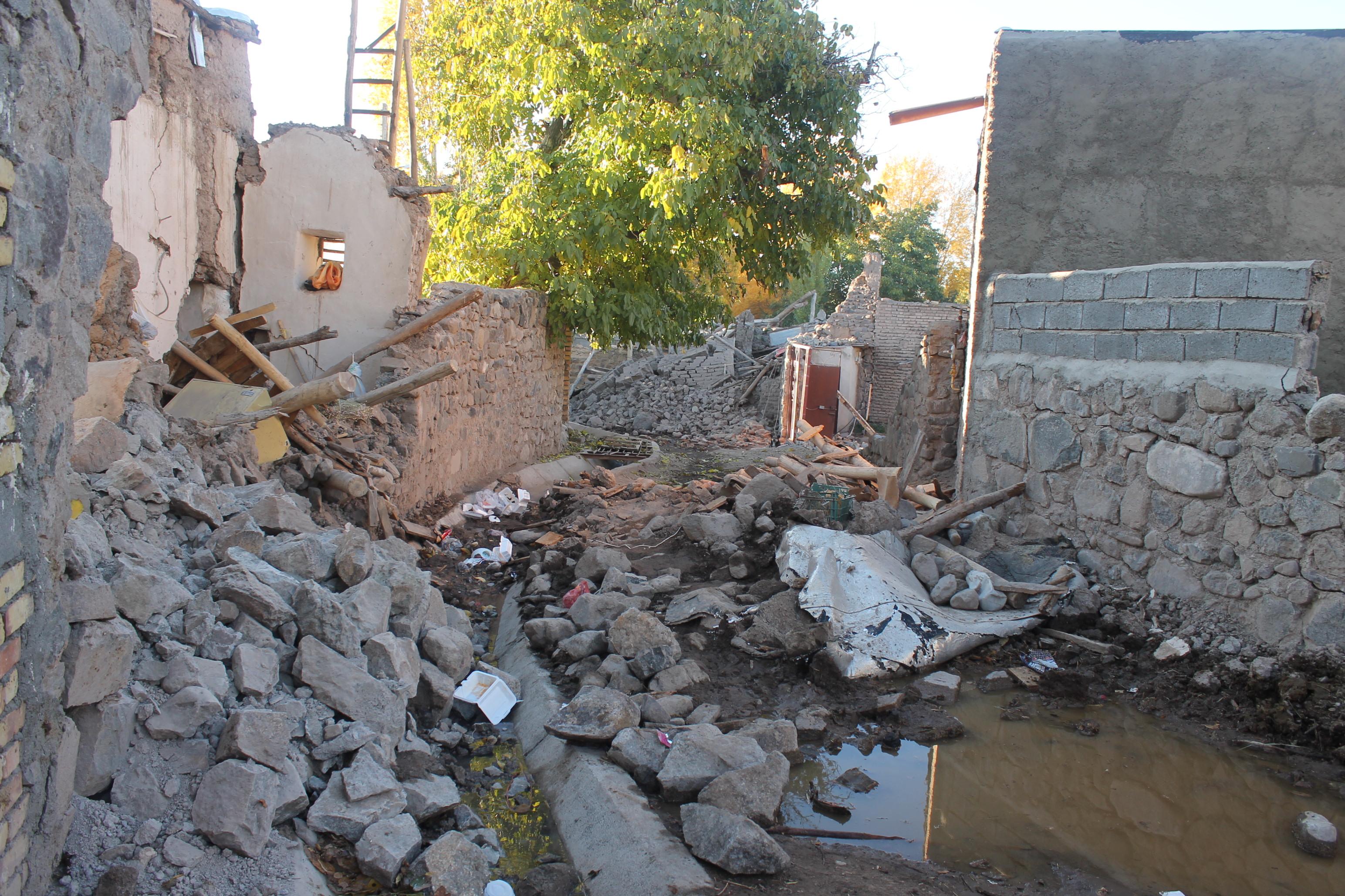 احداث اتاقکهای اسکان موقت در مناطق زلزله زده میانه