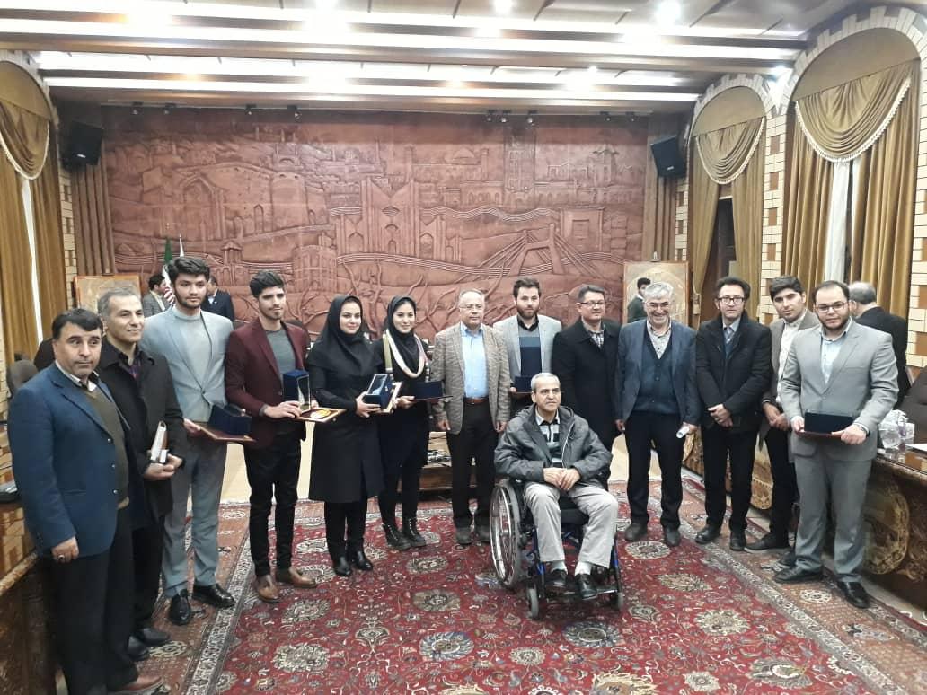 تجلیل از دانشجویان برتر دانشگاههای شهر در جلسه امروز شورا