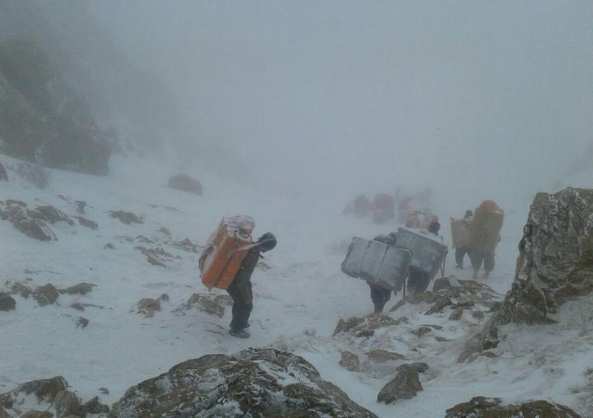 دامه جستجو برای یافتن کولبر ۱۴ سالهی گمشده در برف