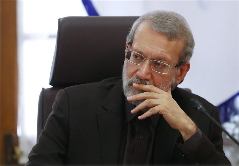 لاریجانی: چرا مجلس را تخریب می کنید؟