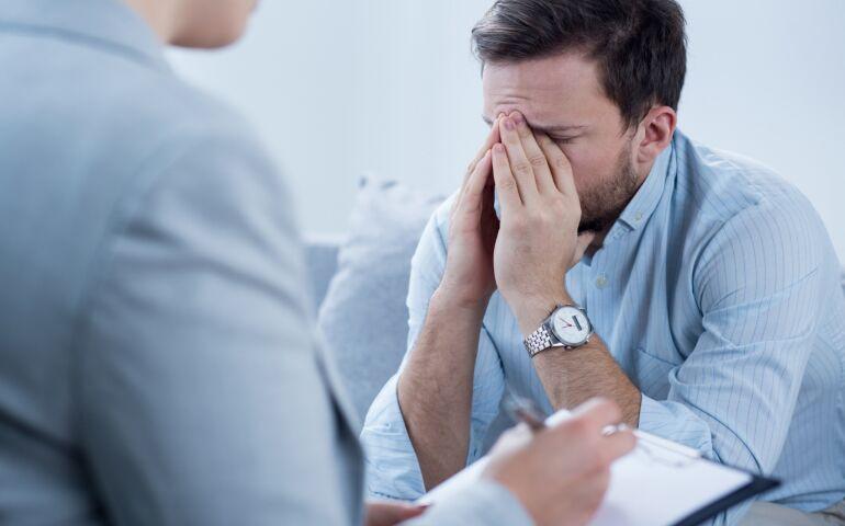 سرزنش با فرد افسرده چه میکند؟