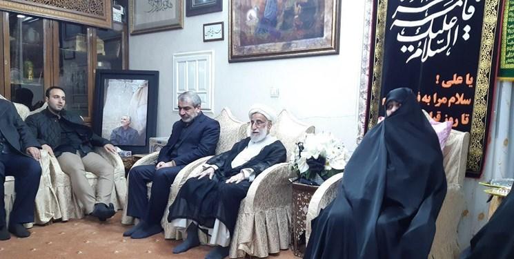 حضور آیتالله جنتی و کدخدایی در منزل شهید سلیمانی