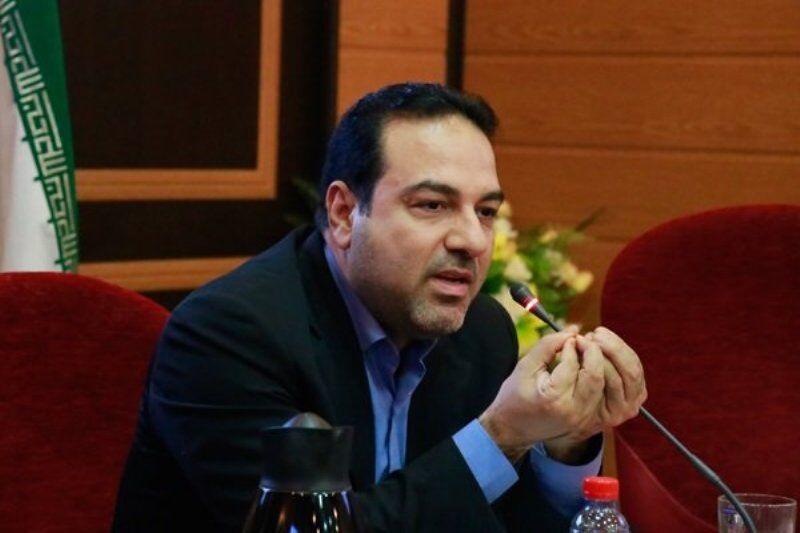 معاون وزیر بهداشت: مراجع دینی و علمی در برابر کتابسوزی موضع بگیرند