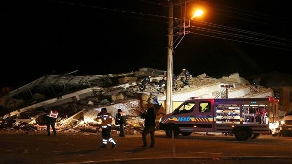 افزایش شمار قربانیان زلزله شرق ترکیه به ۲۰ کشته و ۱۰۱۵ زخمی