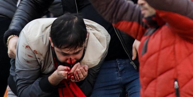 سنگپرانی هواداران تراکتور و پرسپولیس در سکوهای آزادی!