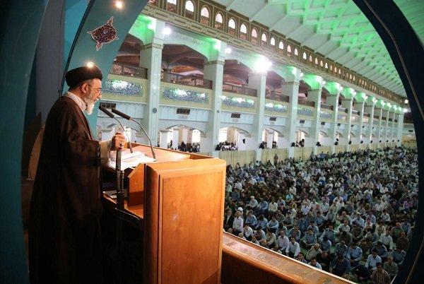 خطبههای نماز جمعه تبریز؛ رمز ادامه راه انقلاب ایستادگی برابر دشمن است