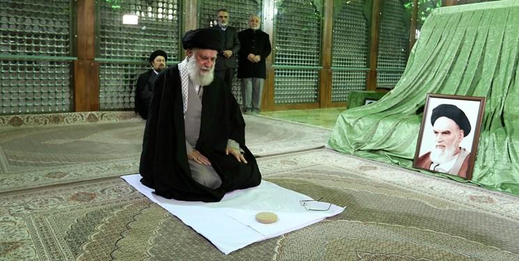 رهبر معظم انقلاب در مرقد امام خمینی(ره) و گلزار شهدا حضور یافتند