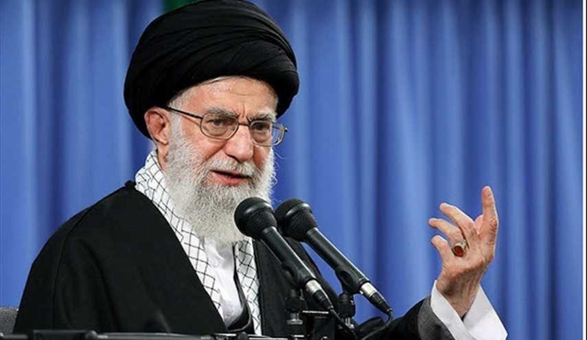 هزاران نفر از اقشار مختلف مردم با امام خامنهای دیدار میکنند