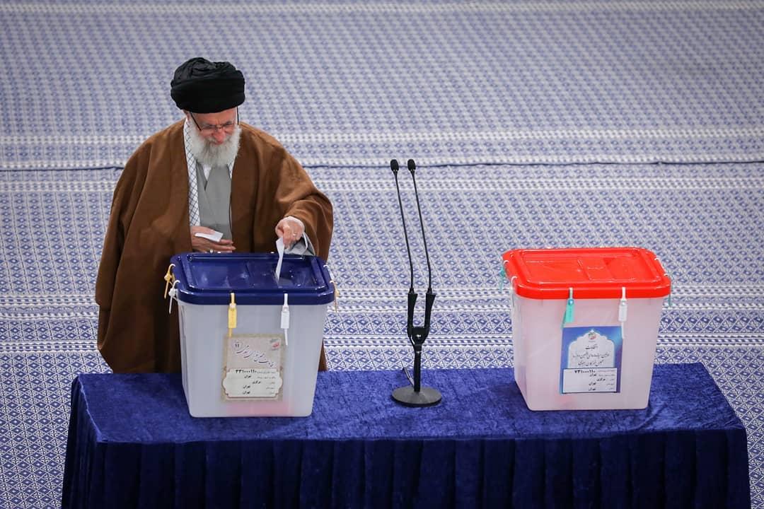 روز انتخاب| حضرت آیت الله خامنه ای :هر کس به منافع ملی علاقهمند است در انتخابات شرکت کند